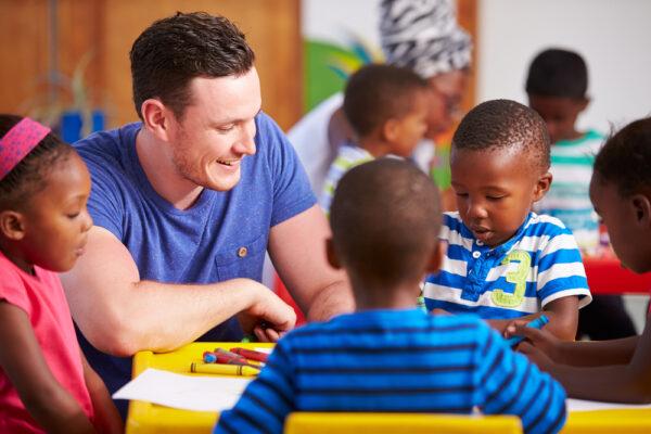 Volunteer,Teacher,Sitting,With,Preschool,Kids,In,A,Classroom